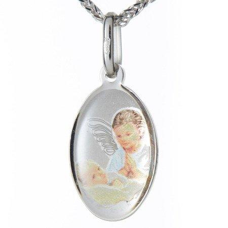 Medalik srebrny (1,6 g) - Aniołek nad dzieckiem kolorowy owalny  MK041